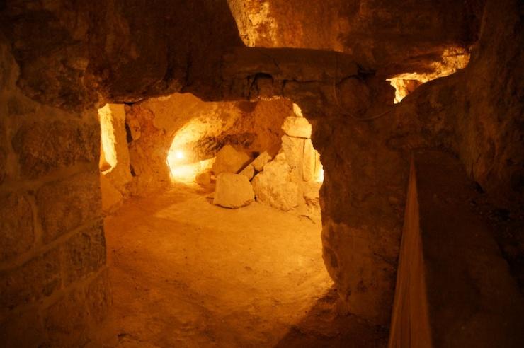 Grotten in de kerk van de Paternoster.