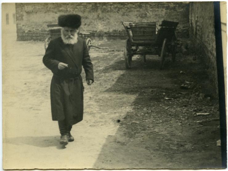 6 Anatol Antoni Węcławski, Hasidic Jews in a Warsaw street, 1930s