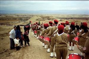Grieks-orthodoxe scouts dalen af naar de Jordaan in de buurt van Jericho tijdens Epifanie. © Foto: Alfred Muller