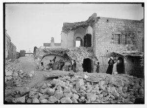 De aardbeving van 1927 liet verwoesting na op de Olijfberg. Foto Wikipedia.