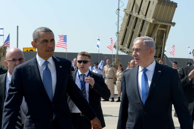 President Barack Obama inspecteert het Iron Dome raketafweersysteem bij aankomst op luchthaven Ben Gurion bij Tel Aviv. Foto; GPO.