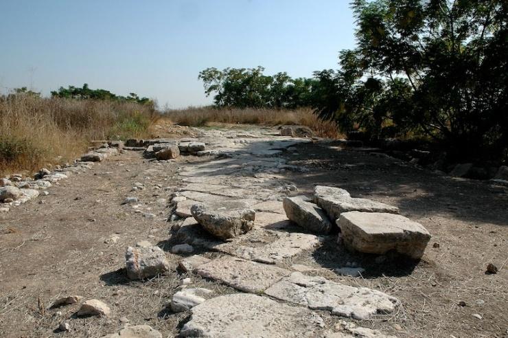 De oude Romeinse weg in Antipatris. Foto: © Alfred Muller