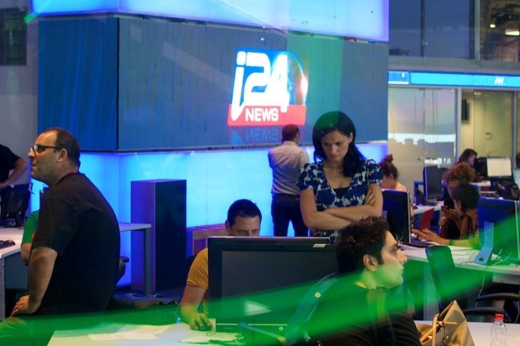 i24News.tv op het punt uitzendingen te beginnen. Foto: © Alfred Muller