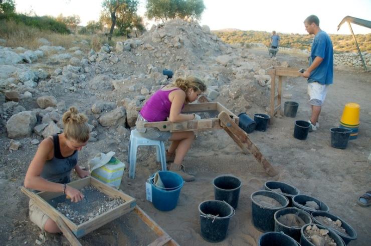 Studenten archeologie aan het werk in Khirbet Qeiyafa, het Bijbelse Saäraïm. Foto: © Alfred Muller