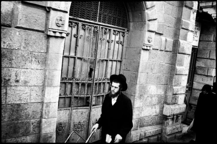 In een ultra-orthodoxe wijk in Jeruzalem. Foto: © Alfred Muller.