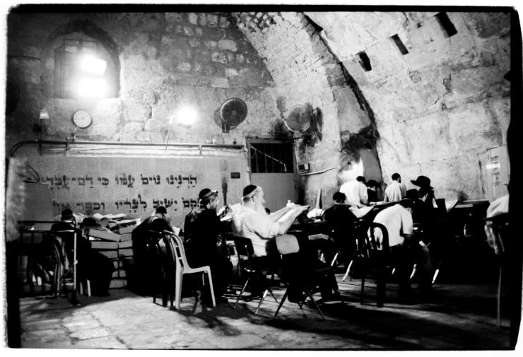 In gebed bij de Westelijke Muur. Foto: © Alfred Muller
