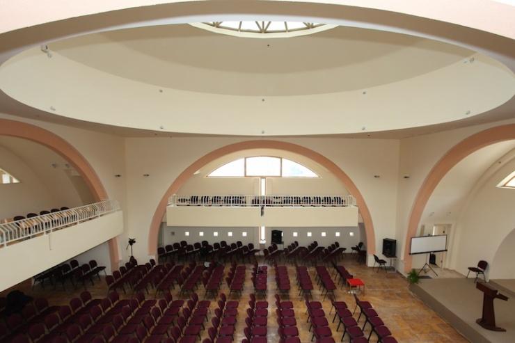 In het nieuwe kerkgebouw. Foto: Grace and Truth