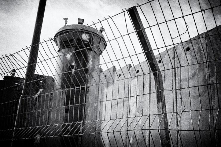 Het Kalandia militaire controlepunt tussen Jeruzalem en Ramallah. Foto: Alfred Muller