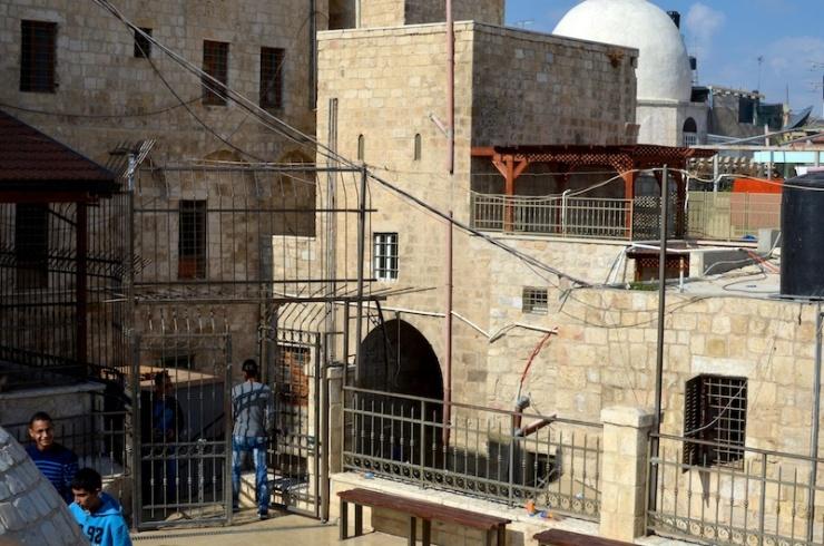 Binnenplaats van een school in Oost-Jeruzalem. Foto: © Alfred Muller.