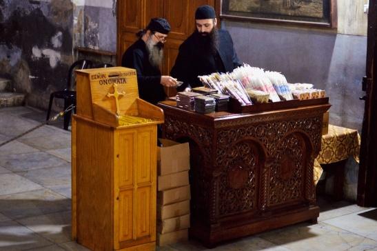 Priesters in de Geboortekerk.