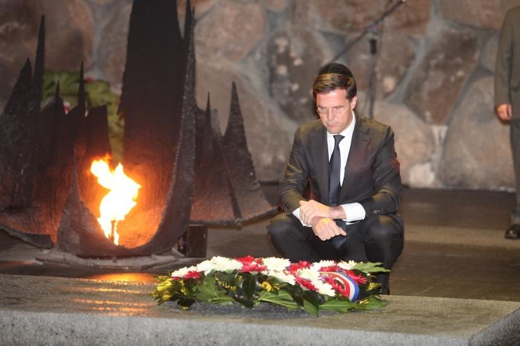 Foto: premier Rutte in Yad Vashem. Foto: Isaac Harari / Yad Vashem