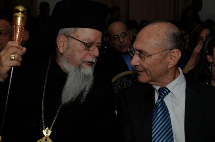 De minister van Toerisme, Dr. Uzi Landau, in gesprek met de Grieks-katholieke aartsbisschop Elias Chacour. Foto: Ministerie van Toerisme, Nitzan Shorer and Miriam Alster