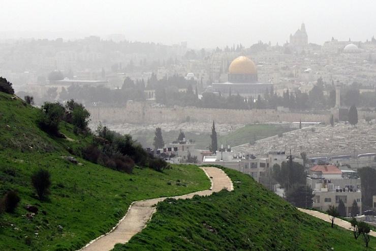 Uitzicht vanaf de Scopus Berg. Voor Jeruzalem is het heel moeilijk een politieke oplossing te vinden. Foto: © Alfred Muller.