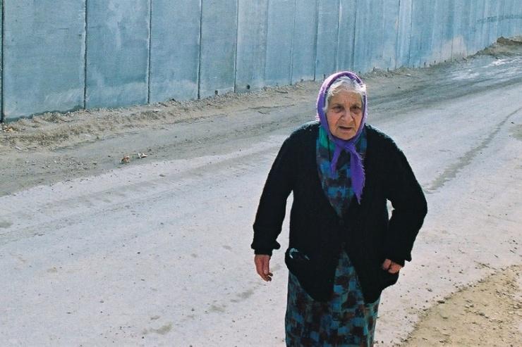 Palestijnen stellen hun hoop op de internationale gemeenschap. Het Internationale Gerechtshof veroordeelde al de aanleg van de muur die Israel oprichtte op de kans op aanslagen te verkleinen. Foto: © Afred Muller