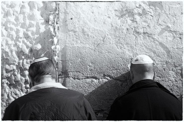 Bidden bij de Westelijke Muur. Foto: © Alfred Muller