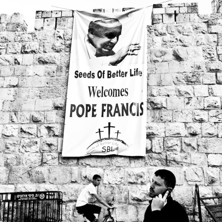 Jeruzalem verwelkomt paus Franciscus. Foto: © Alfred Muller