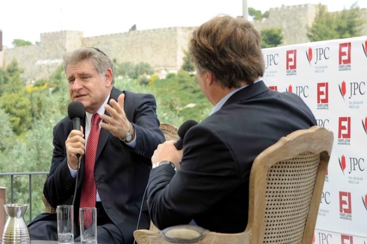 Rabbijn Abraham Skorka in gesprek met Henrique Cymerman - Foto: Fuente Latina