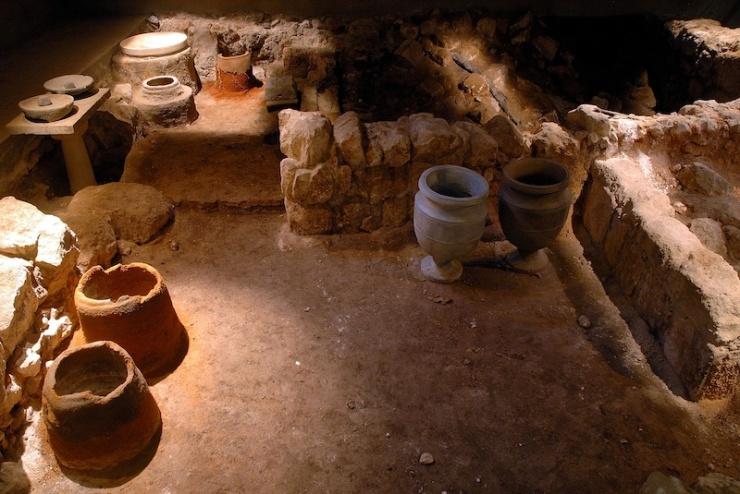 Het verbrande Huis van Kathros, waar mogelijk een werkplaats was voor de vervaardiging van stenen voorwerpen.