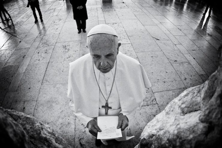 Paus Franciscus doet het gebed 'Onze Vader' in de Westelijke Muur. Kobi Gideon / GPO