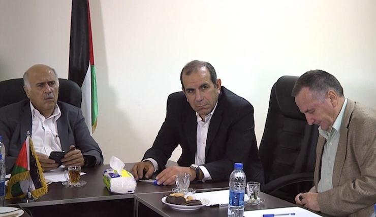 De Israelische en Palestijnse delegaties ontmoeten elkaar in Ramallah. V.l.n.r. Jibril Rajoub, Gilad Sher en Shlomo Brom. Foto: Peacehub, Youtube.