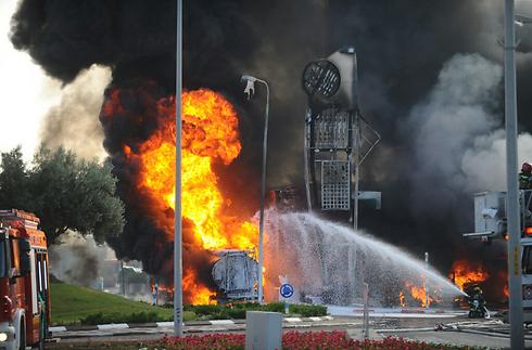 aketinslag bij een tank- station in de zuidelijke Israëlische stad Ashdod vrijdag. Foto: IDF