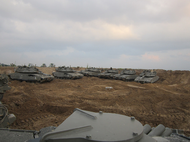 Pantserkorps staat opgesteld langs de grens met Gaza. Foto: IDF.