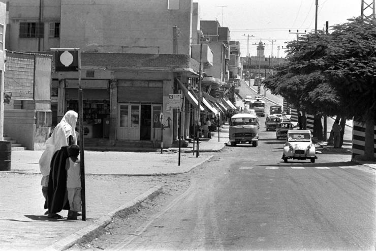Gaza in 1971. De bushalte is van de Israëlische busmaatschappij Egged. Foto: GPO.