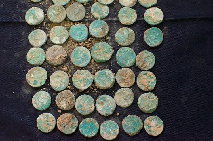 Munten uit het jaar 4 van de Eerste Opstand tegen de Romeinen (het jaar 69 of 70 na. Chr.). Foto: © Alfred Muller