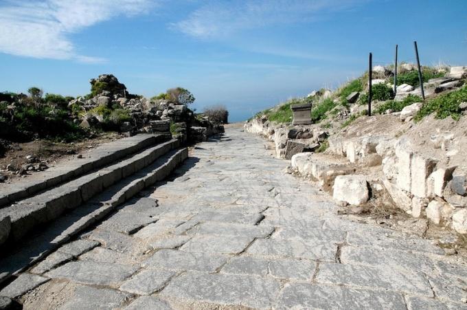 Hippos lag in Dekapolis, het gebied van de tien Griekse steden waar Jezus doortrok.