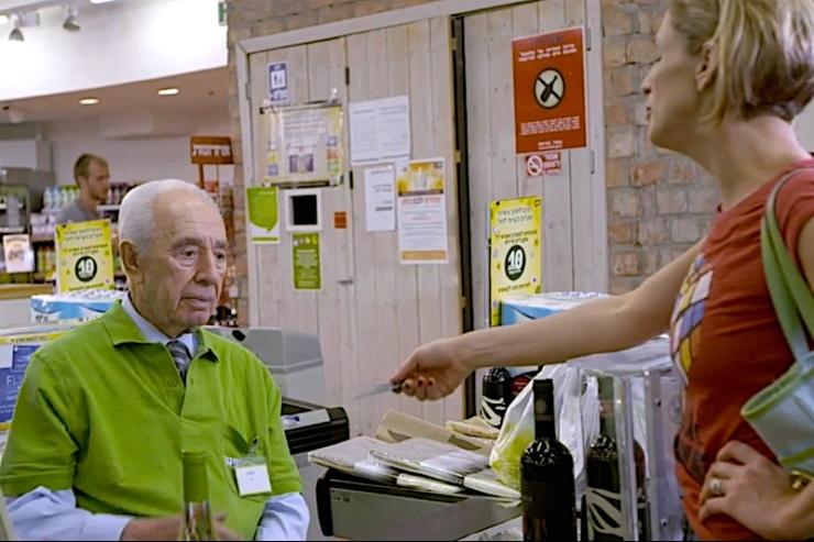 Peres' nieuwe baan. Foto: YouTube.