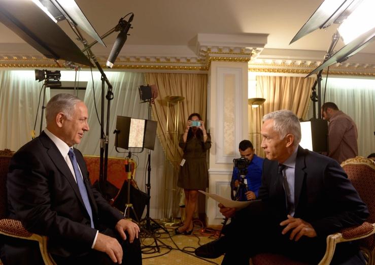 Netanyahu in gesprek met de media tijdens zijn bezoek aan New York vorige week. Foto: GPO.