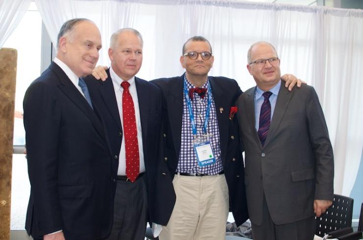 V.l.n.r. Ronald Lauder, dr. William Wilson, kanunnik Andrew White en de directeur van de christelijke ambassade dr. Jürgen Bühler. Foto: Alfred Muller