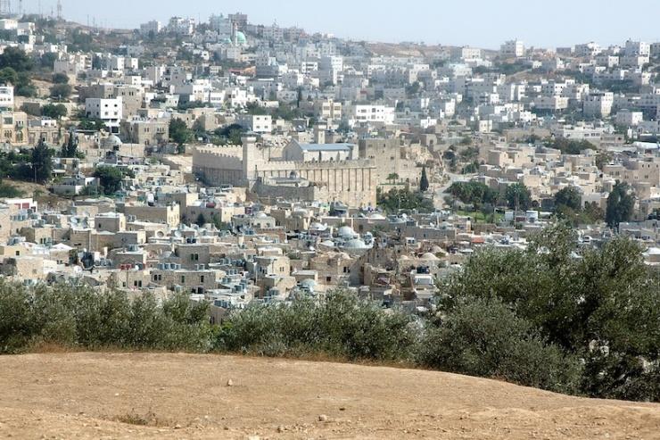In de stad van de aartsvaders: de Machpela gezien vanaf Tel Hebron. Foto's: © Alfred Muller