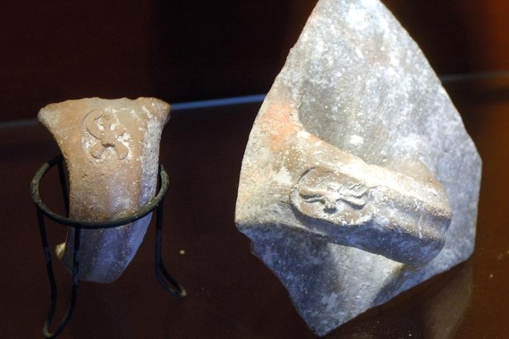 In het museum van Kirjat-Arba zijn kruikhandvaten te zien uit de tijd van koning Hizkia.