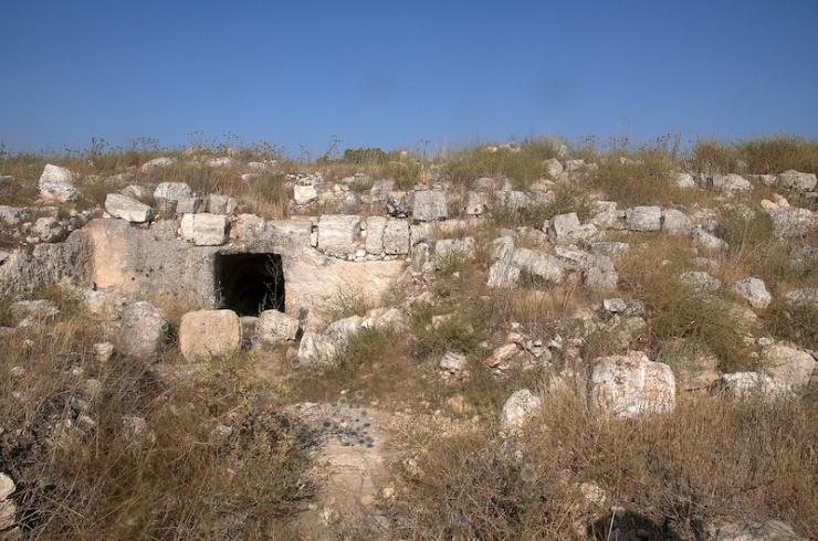 'De ingang van de mysterie grot'.