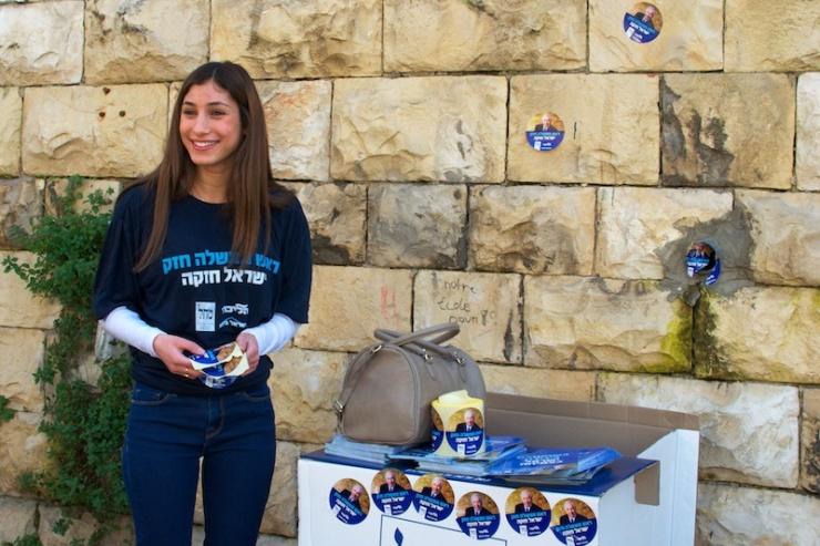 Likudactiviste bij de verkiezingen van vorig jaar. Foto: © Alfred Muller