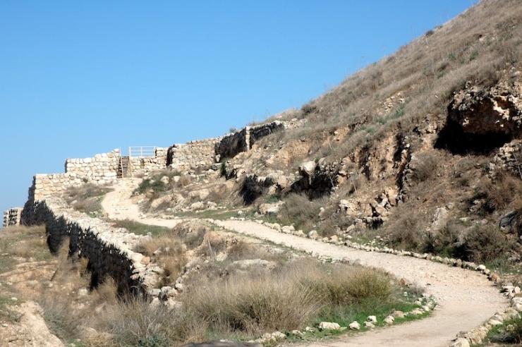 Ingang met de oude stadspoorten waar de Lachis brieven zijn gevonden uit de tijd van Nebukadnessar. Foto's: © Alfred Muller