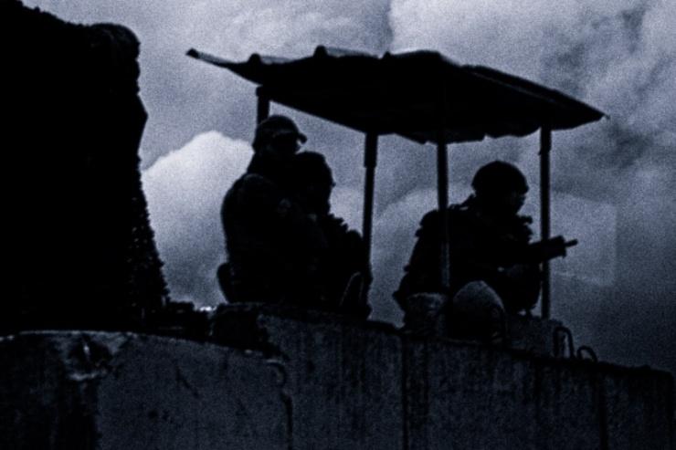 Soldaten houden de wacht aan de grens met Libanon. Foto: © Alfred Muller