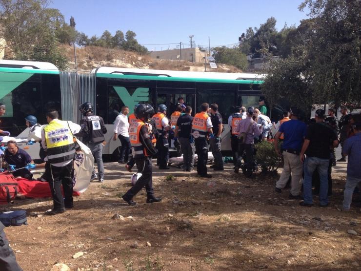 Reddingswerkers bij lijn 78. Foto: Politie Israel .