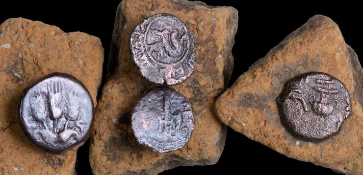 7. מטבעות עתיקים מהתקופה הרומית שנחשפו בחפירה