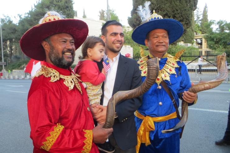 Jerusalem-marsj 10.10.2017 asiatere med en israeler (V.N.)