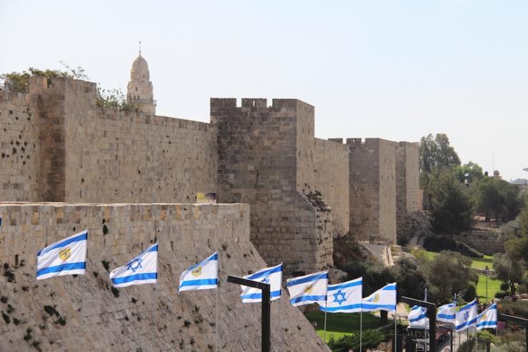 UDF Flagg, Jerusalems murer lovhytt efest 8.10.2017 (Heljä Norberg)